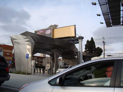 Frank Gehry imitation gas station in Los Angeles