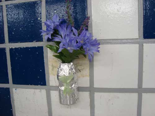 Flowers in Tokyo Metro toilet, Tsukishima