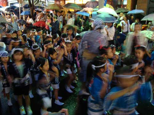 Kids dancing at Awa Odori Kagurazaka