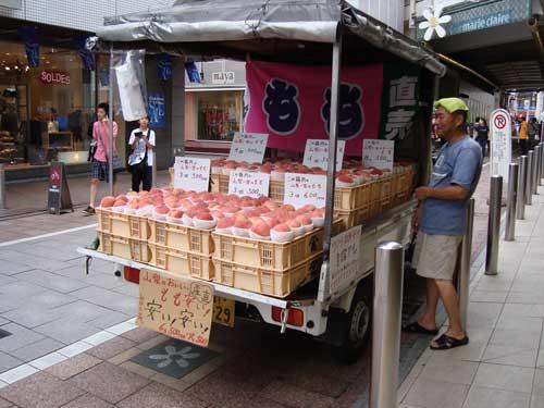 Peach truck in Jiyugaoka