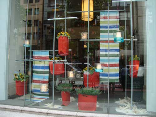 U Goto Florist summer store window