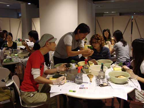 Sinajina's Kobayashi teaching a class in Omotesando