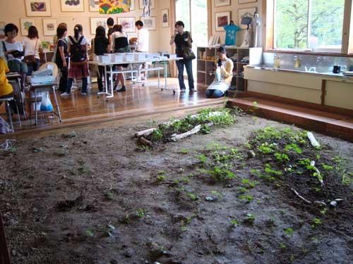 Niigata school with dirt floor