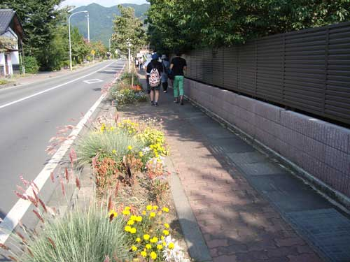 Obuse sidewalk planting