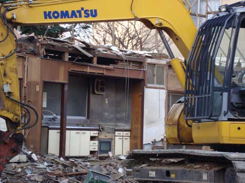 Tatami house destruction