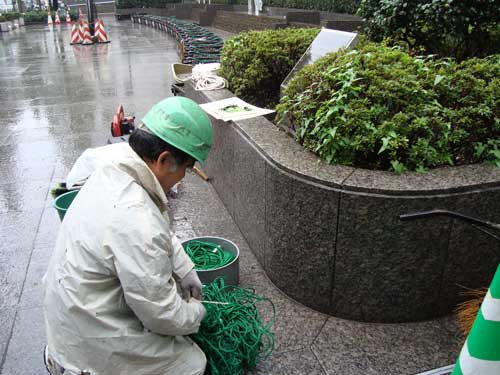 Removal of green curtain in Suginami