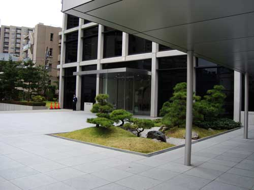 Office landscape in front of Kajima headquarters