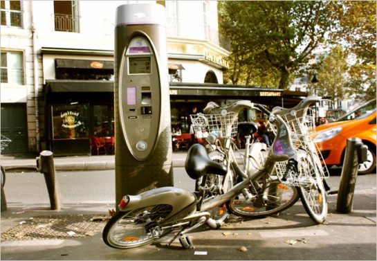Vandalism of Paris' Velib, bike sharing program