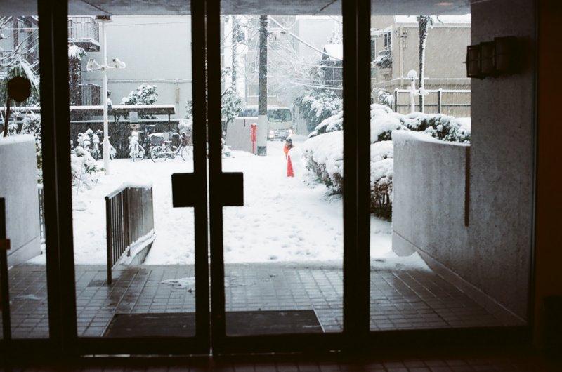 apt_lobby_snowy_day_nakano