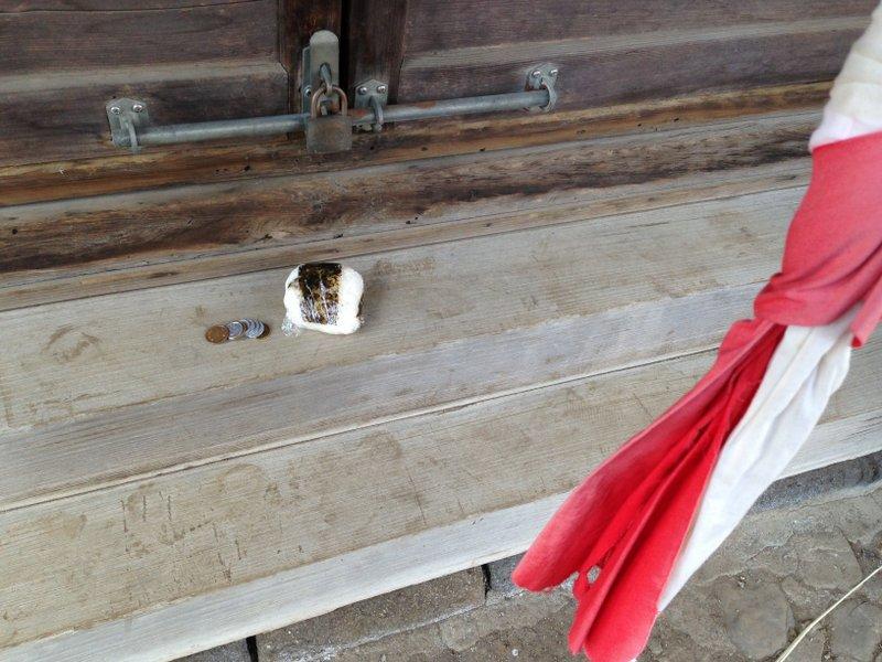 shrine_onigiri_coins_nakano