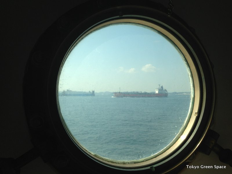 Round_window_Ogasawara_Maru