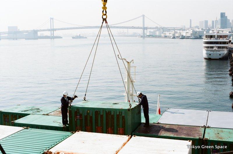 loading_tokyo_ogasawaramaru_ship