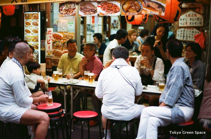 sidewalk_drinking2_sanjamatsuri