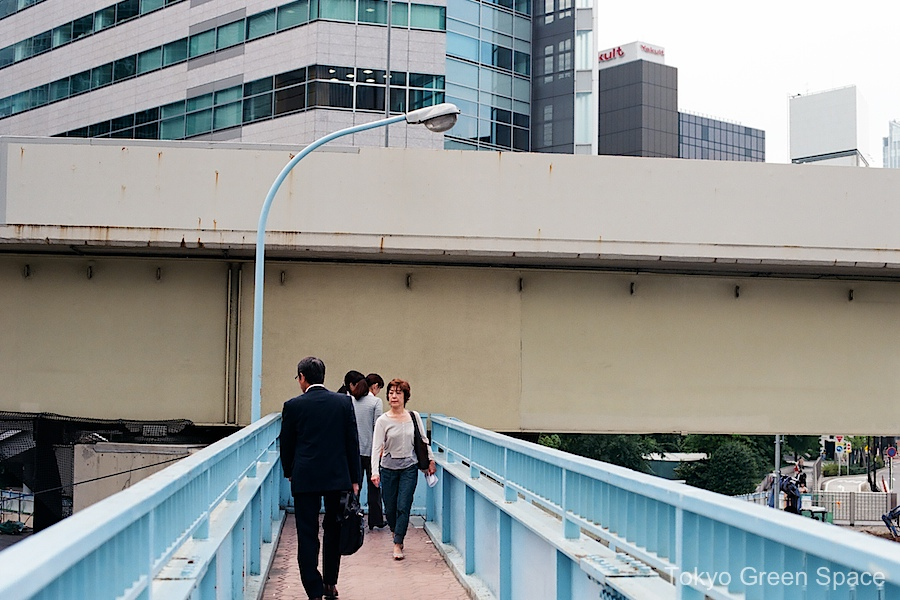 pedestrian_overpass_underpass_shiodome