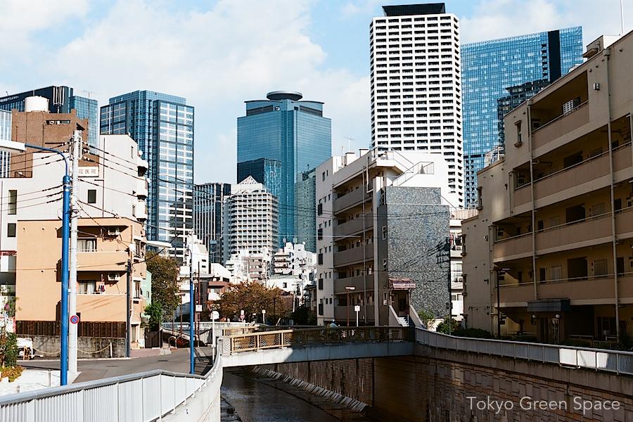 kanda_river_nishishinjuku_contrasts