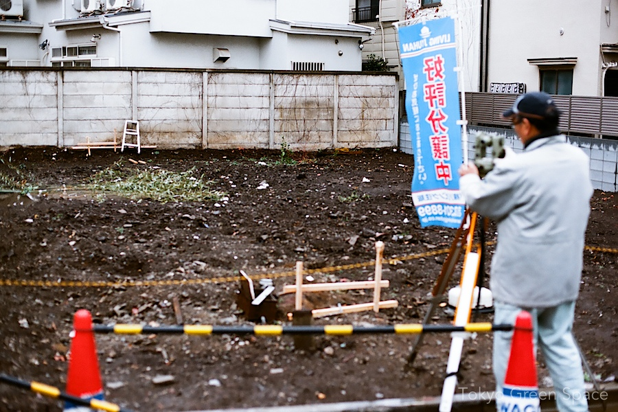surveyor_shinto_remains_nakano_emptylot_demolitionsite