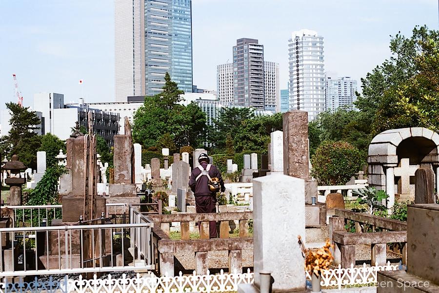 aoyama_cemetery_highrises_weed_whacker