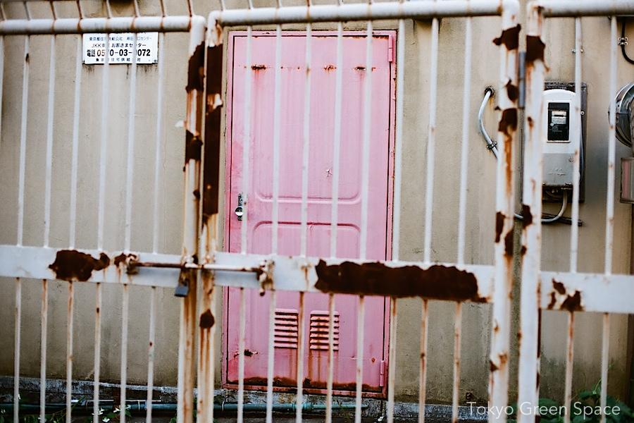 aoyama_danchi_pink_rust