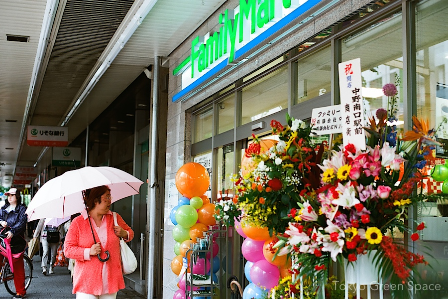 convenience_store_opening_flowers