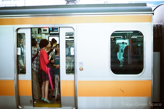 train_doors_closing_chuo