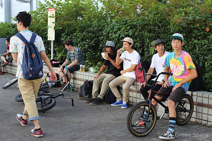 bmx_taking_break_pedal_day_yoyogi_park
