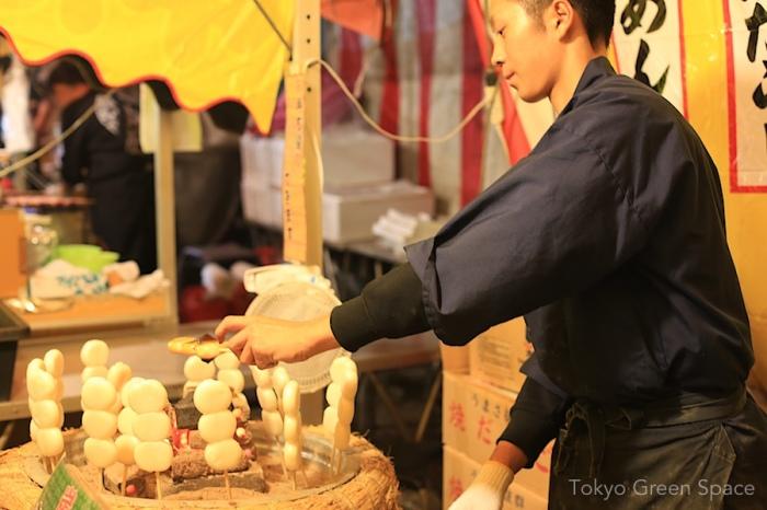 mochi_vendor_tori_no_ichi_hanazono
