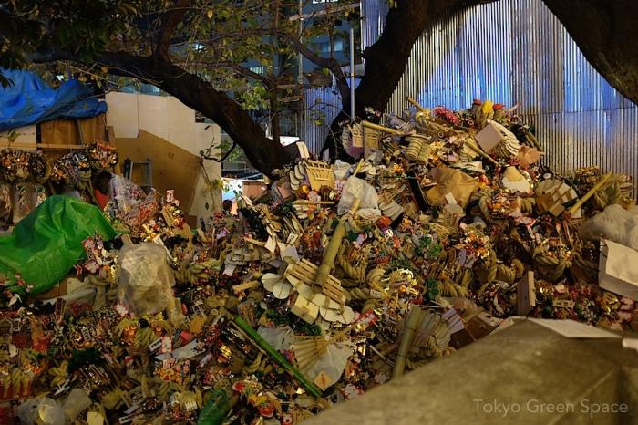 pile_recycle_kumade_tori_no_ichi_hanazono